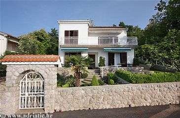 ferienwohnungen kroatien villa sun sets njivice insel krk kroatien. Black Bedroom Furniture Sets. Home Design Ideas